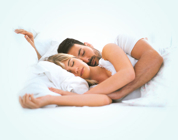 Photo de couple en train de dormir Nastent